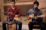 Wilson Lopes e Alex Carvalho (Voz, violão e percussão)