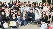 Alunas da Escola de Artes fazem doação à Campanha do Agasalho